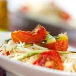Pasta con espárragos y tomates confitados