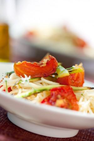 03156 Pasta con tomates y esparragos confitados 0