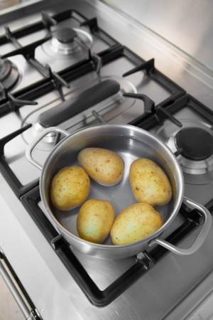 02003 Blanquear, sancochar patatas