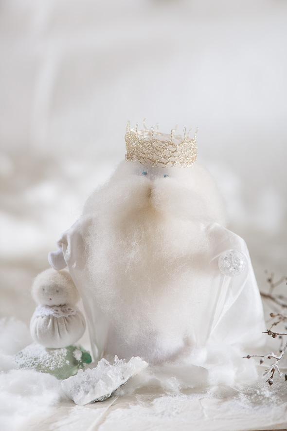 Figura de fieltro representando el invierno