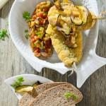 Tosta de pan de centeno, pisto y sardinas