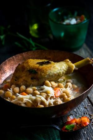 3419 Sopa de garbanzos con pollo crujiente